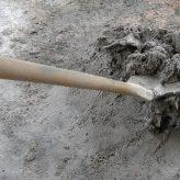 Jak namíchat beton: Správný poměr cementu a písku