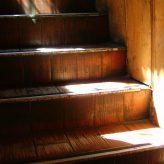 Vrzající dřevěné schody